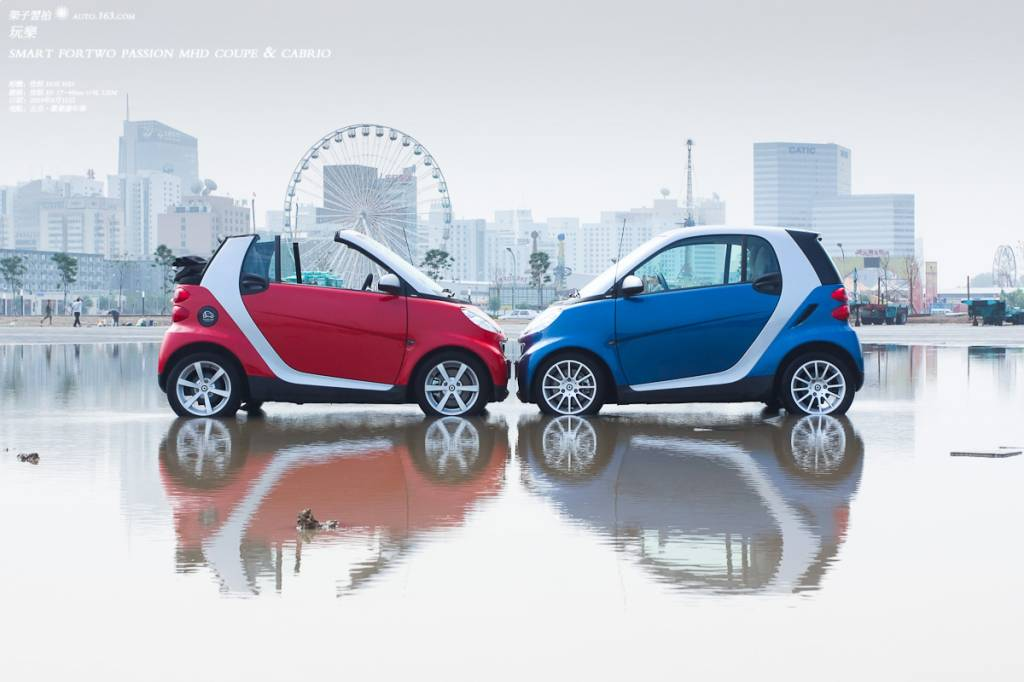 Red and blue Smart cars